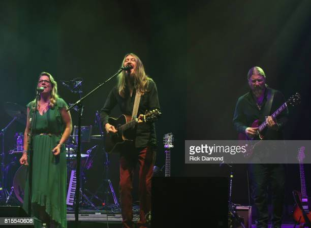Oliver Wood joined on stage by Susan Tedeschi and Derek Trucks during the Wheels Of Soul 2017 Tour Featuring Tedeschi Trucks Band With The Wood...