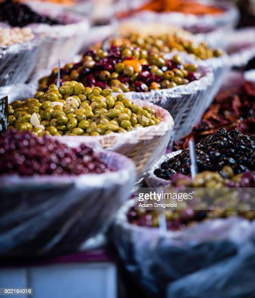 olives à l'épicerie the market
