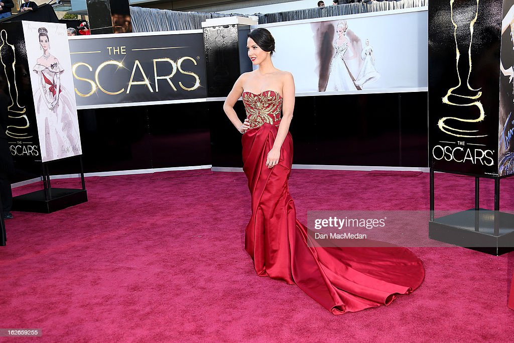 Olivia Munn arrives at the 85th Annual Academy Awards at Hollywood & Highland Center on February 24, 2013 in Hollywood, California.