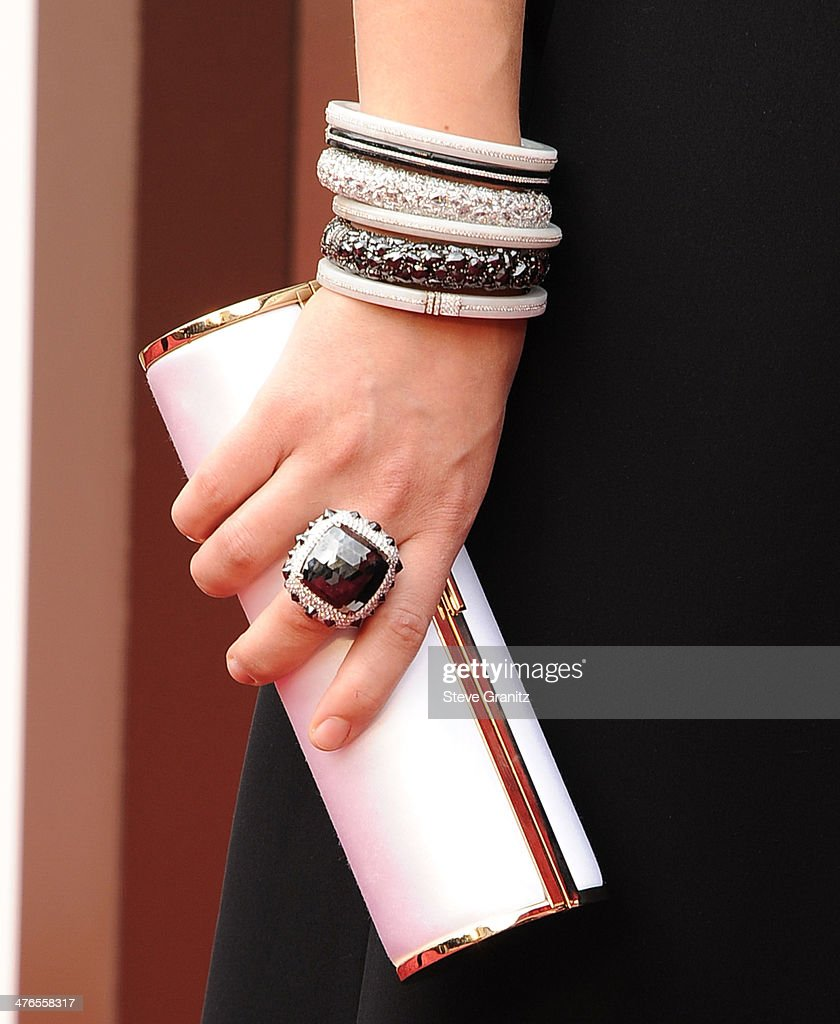 Olivia Wilde arrives at the 86th Annual Academy Awards at Hollywood Highland Center on March 2 2014 in Hollywood California