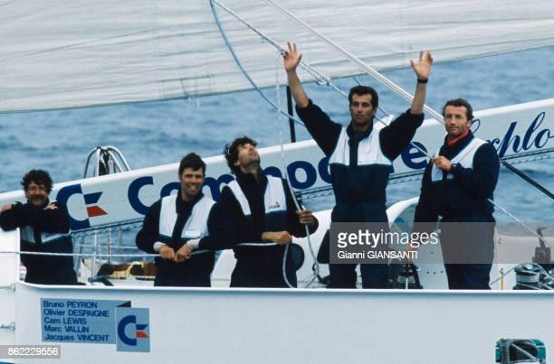 Olivier Despaigne Cam Lewis Bruno Peyron Jacques Vincent et Marc Vallin remportent le Trophée JulesVerne le 20 avril 1993 Bretagne France