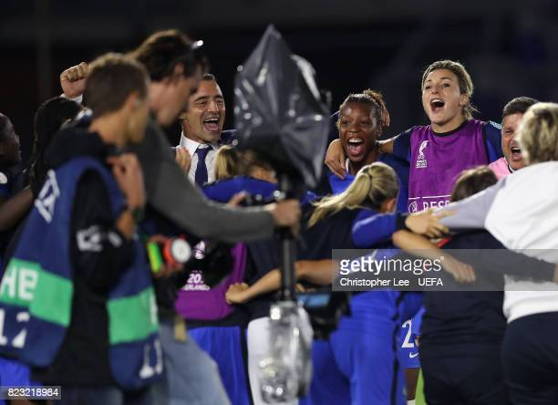 Olivier Echouafni head coach of France celebrates their result with his player sduring the UEFA Women's Euro 2017 Group C match between Switzerland...