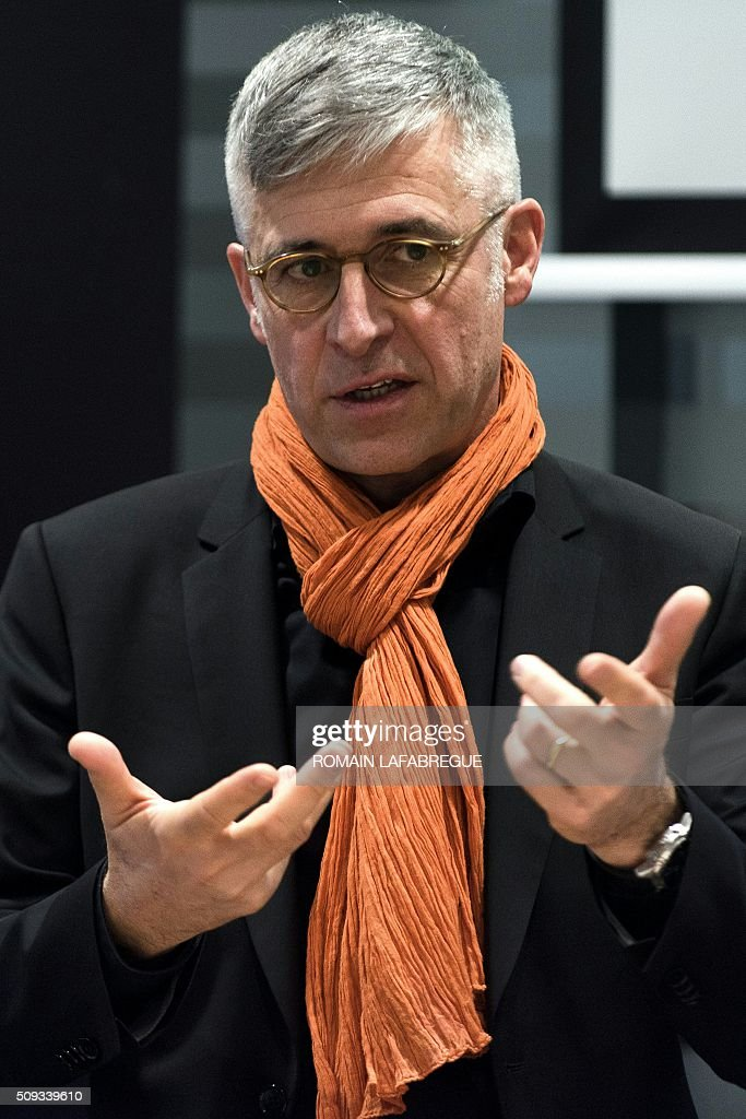 Olivier Faure, director of French telecommunications corporation Orange's East Center, gestures as he speaks during a press conference at Orange's mobile phone supervision center in Lyon on February 10, 2016. / AFP / ROMAIN LAFABREGUE