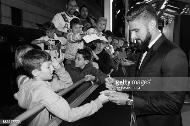 olivier Giroud arrives on the green carpet for The Best FIFA Football Awards at The London Palladium on October 23 2017 in London England