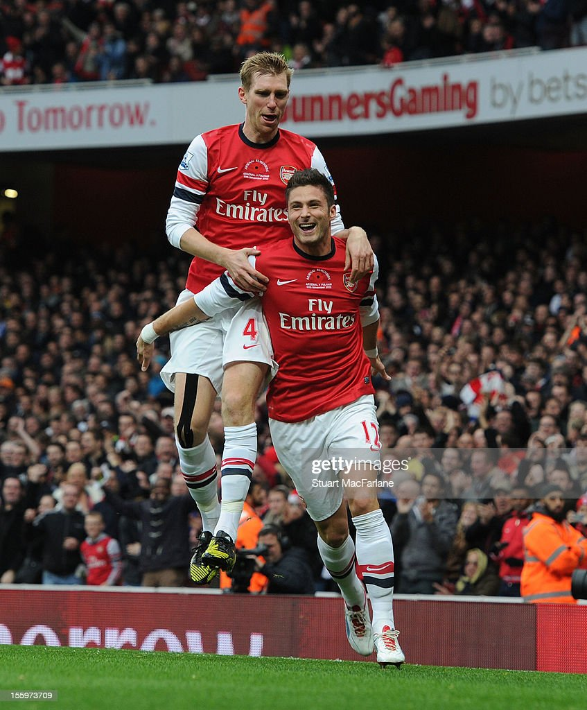<a gi-track='captionPersonalityLinkClicked' href=/galleries/search?phrase=Olivier+Giroud&family=editorial&specificpeople=5678034 ng-click='$event.stopPropagation()'>Olivier Giroud</a> celebrates scoring for Arsenal with <a gi-track='captionPersonalityLinkClicked' href=/galleries/search?phrase=Per+Mertesacker&family=editorial&specificpeople=207135 ng-click='$event.stopPropagation()'>Per Mertesacker</a> during the Barclays Premier League match between Arsenal and Fulham, at Emirates Stadium on November 10, 2012 in London, England.