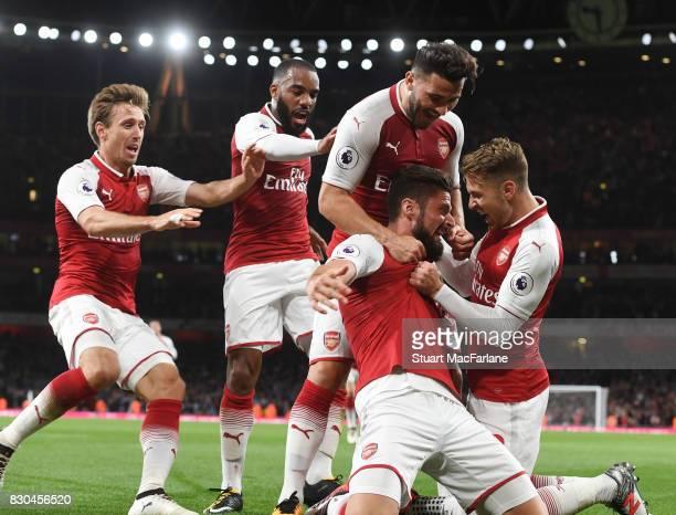Olivier Giroud celebrates scoring the 4th Arsenal goal with Aaron Ramsey Alex Lacazette Nacho Monreal and Sead Kolasinac during the Premier League...