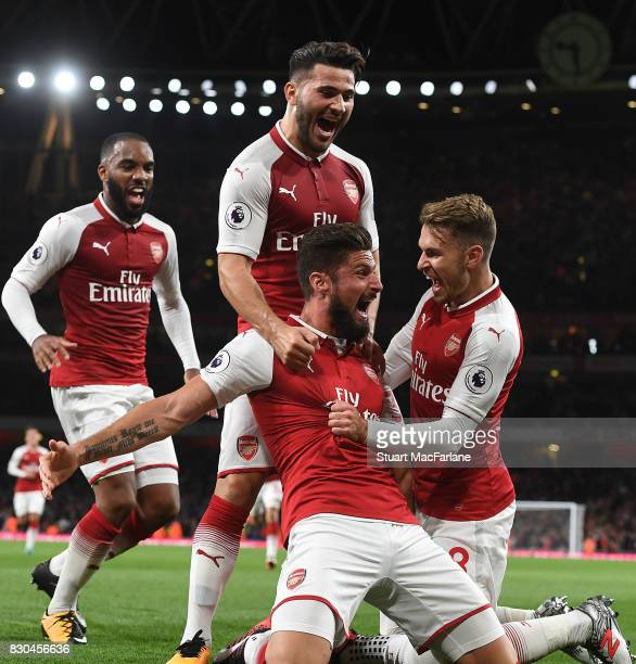 Olivier Giroud celebrates scoring the 4th Arsenal goal with Aaron Ramsey Alex Lacazette and Sead Kolasinac during the Premier League match between...