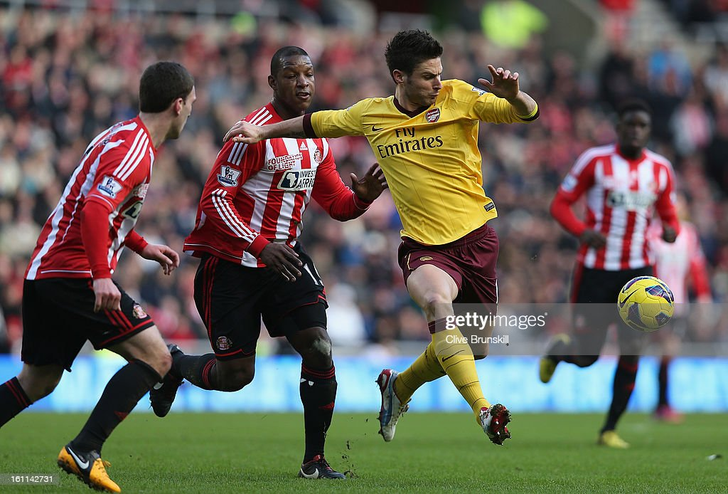 Olivier Giroud of Arsenal attempts to move away from the Sunderland defence during the Barclays Premier League match between Sunderland and Arsenal at the Stadium of Light on February 9, 2013 in Sunderland, England.