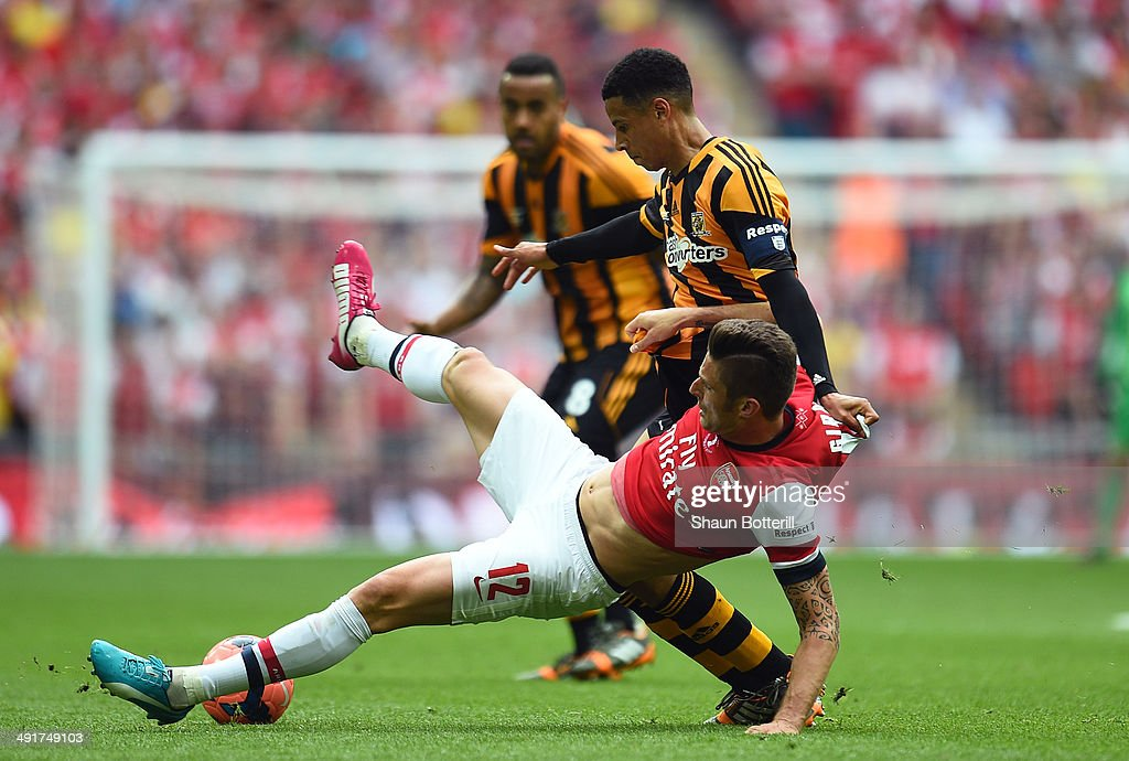 Olivier Giroud of Arsenal battles with Curtis Davies of Hull City during the FA Cup with Budweiser Final match between Arsenal and Hull City at Wembley Stadium on May 17, 2014 in London, England.