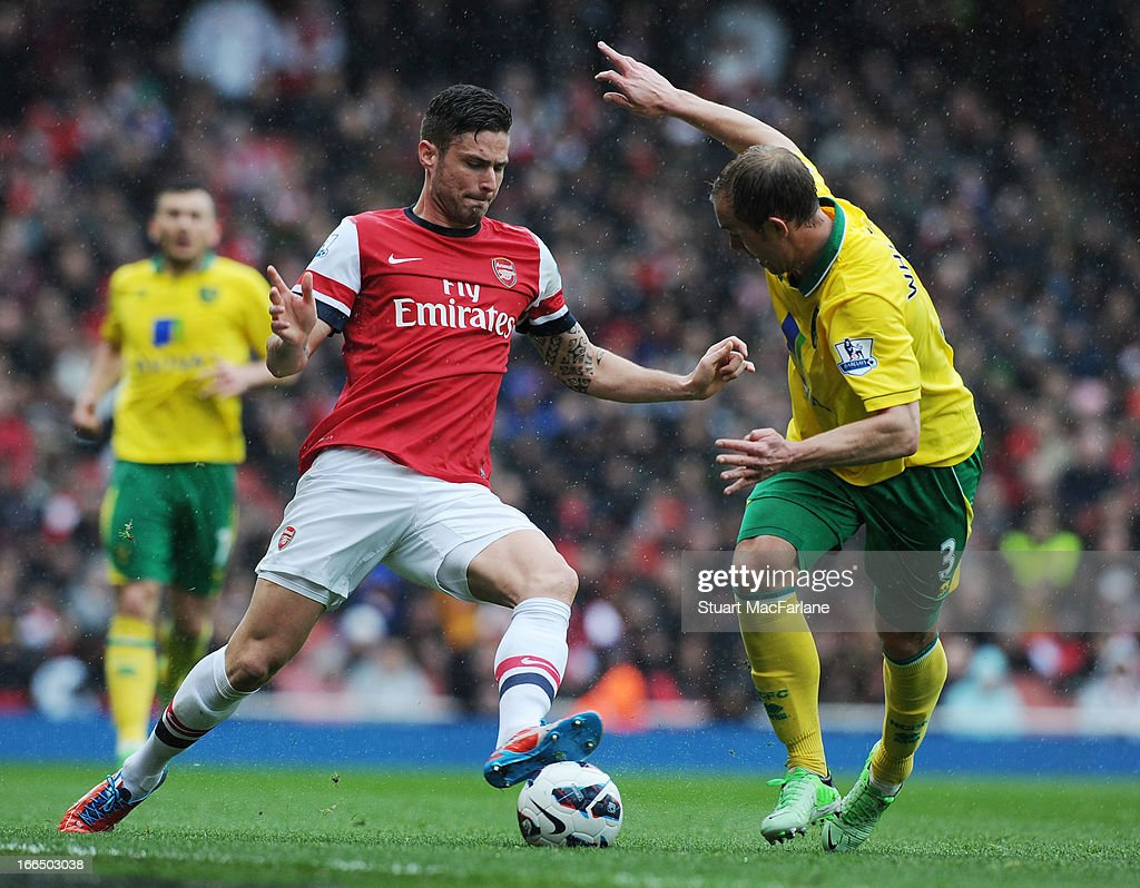 <a gi-track='captionPersonalityLinkClicked' href=/galleries/search?phrase=Olivier+Giroud&family=editorial&specificpeople=5678034 ng-click='$event.stopPropagation()'>Olivier Giroud</a> of Arsenal breaks past <a gi-track='captionPersonalityLinkClicked' href=/galleries/search?phrase=Steven+Whittaker&family=editorial&specificpeople=708705 ng-click='$event.stopPropagation()'>Steven Whittaker</a> of Norwich during the Barclays Premier League match between Arsenal and Norwich City at Emirates Stadium on April 13, 2013 in London, England.