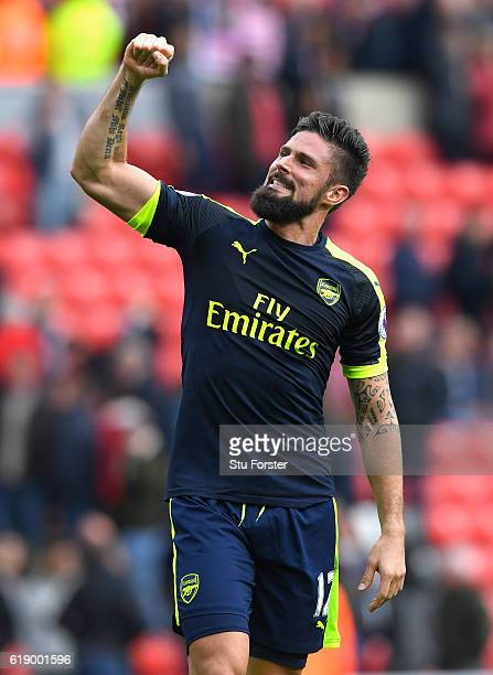 Olivier Giroud of Arsenal celebrates his team's 41 win in the Premier League match between Sunderland and Arsenal at the Stadium of Light on October...
