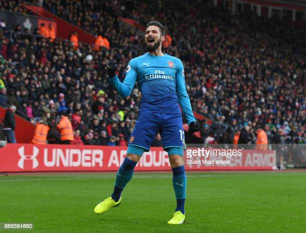 Olivier Giroud of Arsenal celebrates scoring during the Premier League mat ch between Southampton and Arsenal at St Mary's Stadium on December 10...