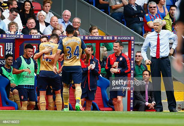 Olivier Giroud of Arsenal celebrates scoring the opening goal with team mates as Arsene Wenger manager of Arsenal looks on during the Barclays...