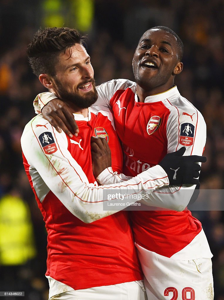 Olivier Giroud (L) of Arsenal celebrates scoring the second Arsenal goal with Joel Campbell during the Emirates FA Cup Fifth Round Replay match between Hull City and Arsenal at KC Stadium on March 8, 2016 in Hull, England.
