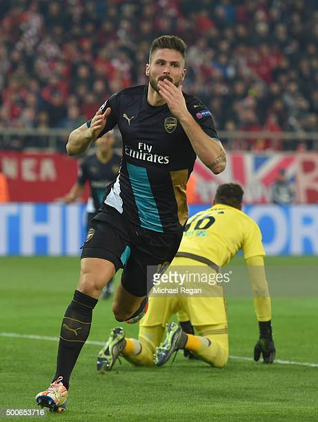 Olivier Giroud of Arsenal celebrates scoring the second goal for Arsenal during the UEFA Champions League Group F match between Olympiacos FC and...