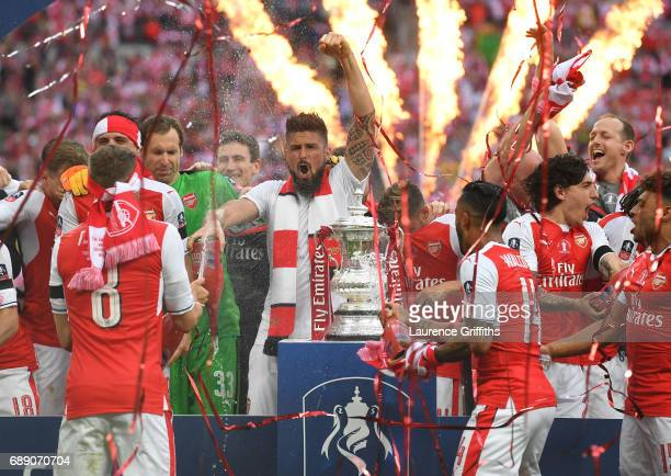 Olivier Giroud of Arsenal celebrates with his Arsenal teammates after The Emirates FA Cup Final between Arsenal and Chelsea at Wembley Stadium on May...