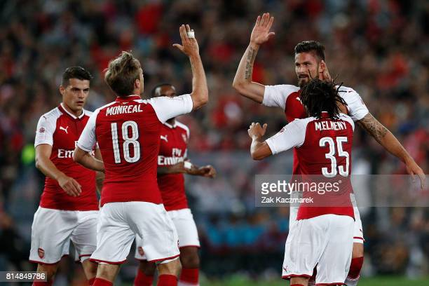 Olivier Giroud of Arsenal celebrates with team mates afterscoring a goal during Arsenal's first goal during the match between the Western Sydney...