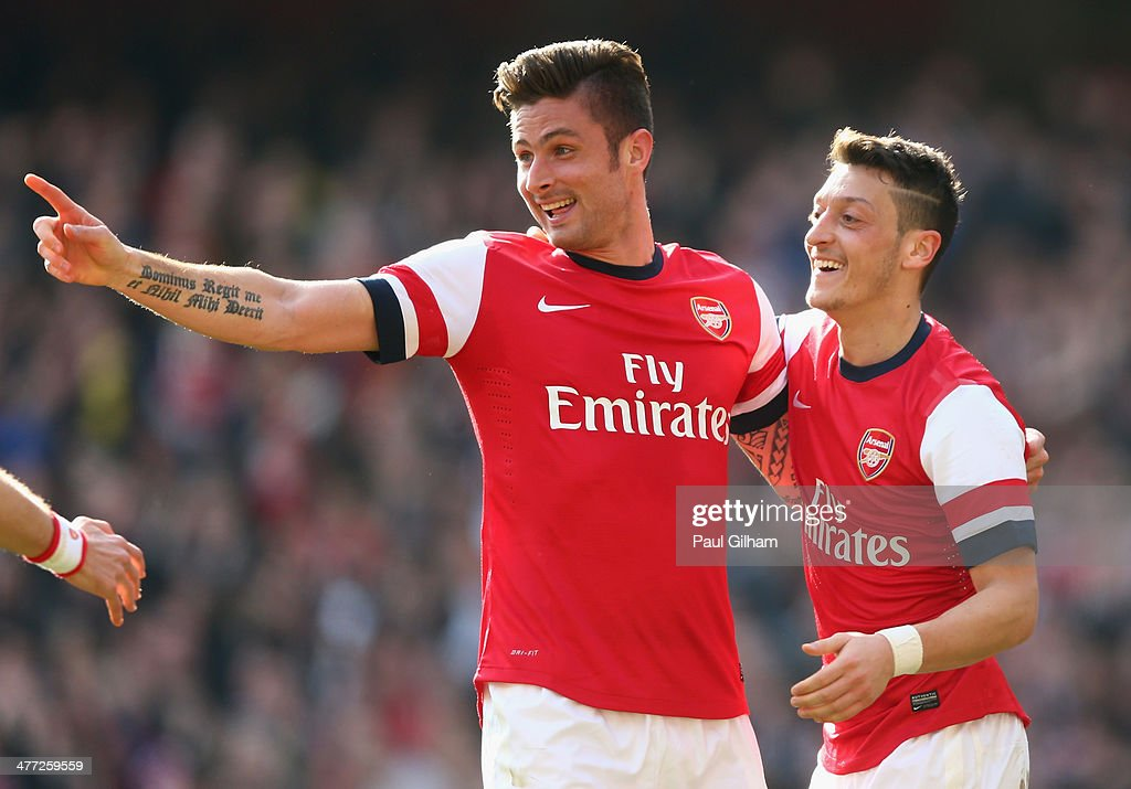 <a gi-track='captionPersonalityLinkClicked' href=/galleries/search?phrase=Olivier+Giroud&family=editorial&specificpeople=5678034 ng-click='$event.stopPropagation()'>Olivier Giroud</a> of Arsenal celebrates with teammate <a gi-track='captionPersonalityLinkClicked' href=/galleries/search?phrase=Mesut+Oezil&family=editorial&specificpeople=764075 ng-click='$event.stopPropagation()'>Mesut Oezil</a> after scoring his team's fourth goal during the FA Cup Quarter-Final match between Arsenal and Everton at Emirates Stadium on March 8, 2014 in London, England.