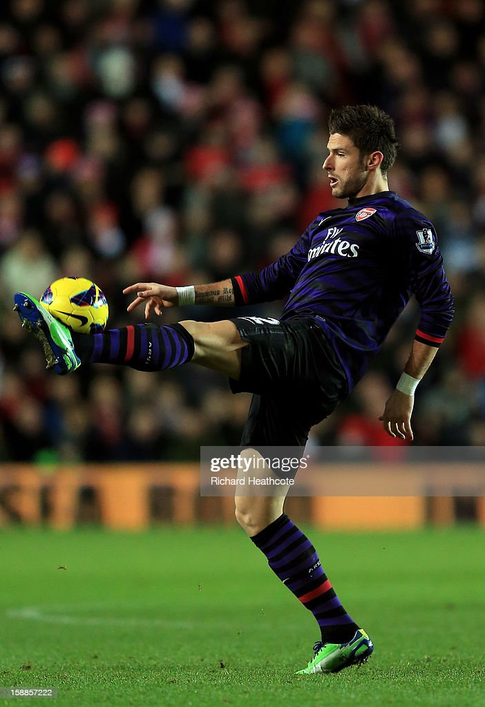 Olivier Giroud of Arsenal controls the ball during the Barclays Premier league match between Southampton and Arsenal at St Mary's Stadium on January 1, 2013 in Southampton, England.