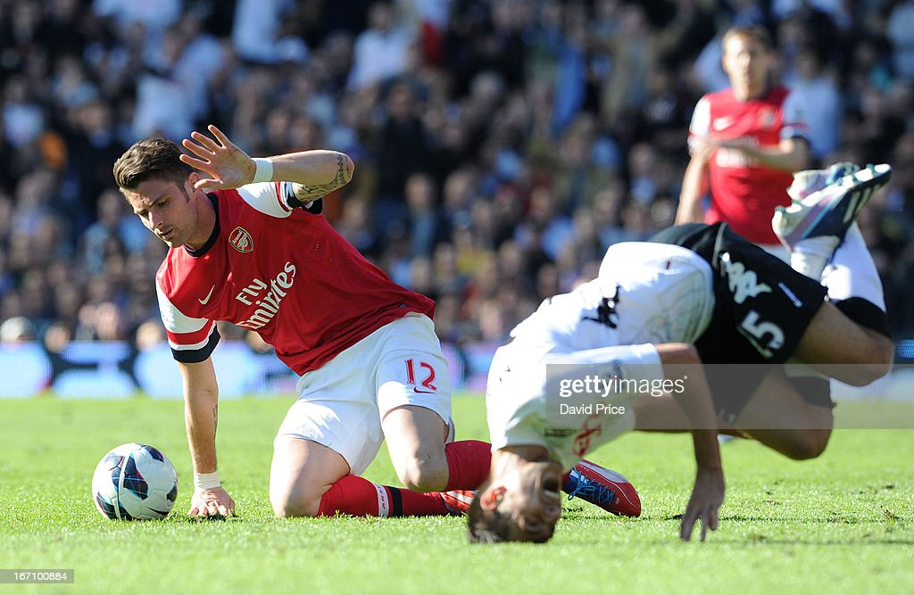 <a gi-track='captionPersonalityLinkClicked' href=/galleries/search?phrase=Olivier+Giroud&family=editorial&specificpeople=5678034 ng-click='$event.stopPropagation()'>Olivier Giroud</a> of Arsenal holds up his hand after challenging <a gi-track='captionPersonalityLinkClicked' href=/galleries/search?phrase=Stanislav+Manolev&family=editorial&specificpeople=3934002 ng-click='$event.stopPropagation()'>Stanislav Manolev</a> of Fulham and earning a red card during the Barclays Premier League match between Fulham and Arsenal at Craven Cottage on April 20, 2013 in London, England.