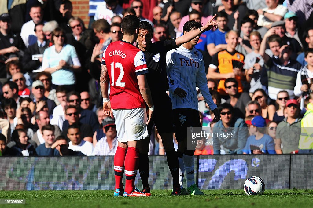 <a gi-track='captionPersonalityLinkClicked' href=/galleries/search?phrase=Olivier+Giroud&family=editorial&specificpeople=5678034 ng-click='$event.stopPropagation()'>Olivier Giroud</a> of Arsenal is sent off by referee <a gi-track='captionPersonalityLinkClicked' href=/galleries/search?phrase=Andre+Marriner&family=editorial&specificpeople=221003 ng-click='$event.stopPropagation()'>Andre Marriner</a> after a tackle on Stanislav Manolev of Fulham during the Barclays Premier League match between Fulham and Arsenal at Craven Cottage on April 20, 2013 in London, England.