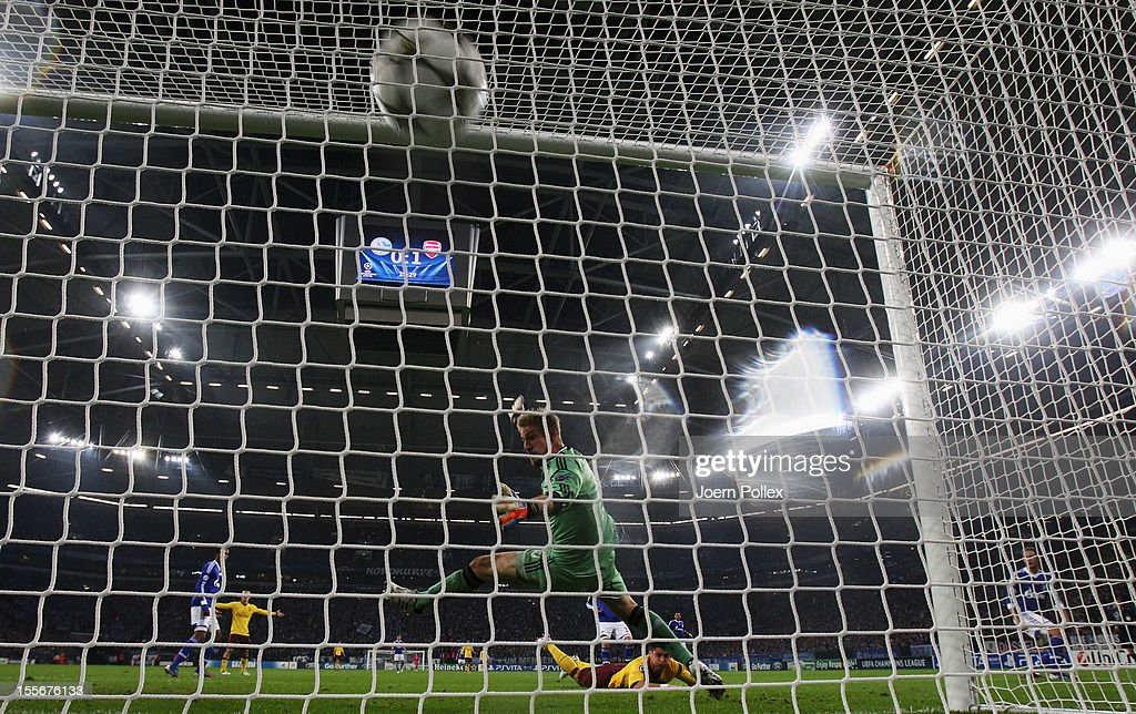 <a gi-track='captionPersonalityLinkClicked' href=/galleries/search?phrase=Olivier+Giroud&family=editorial&specificpeople=5678034 ng-click='$event.stopPropagation()'>Olivier Giroud</a> of Arsenal scores his team's second goal during the UEFA Champions League group B match between FC Schalke 04 and Arsenal FC at Veltins-Arena on November 6, 2012 in Gelsenkirchen, Germany.