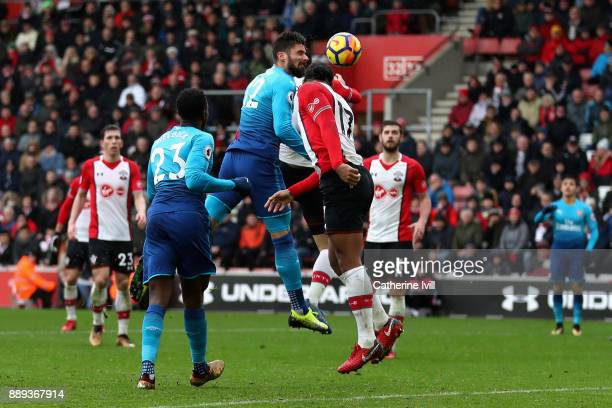 Olivier Giroud of Arsenal scores the first Arsenal goal during the Premier League match between Southampton and Arsenal at St Mary's Stadium on...