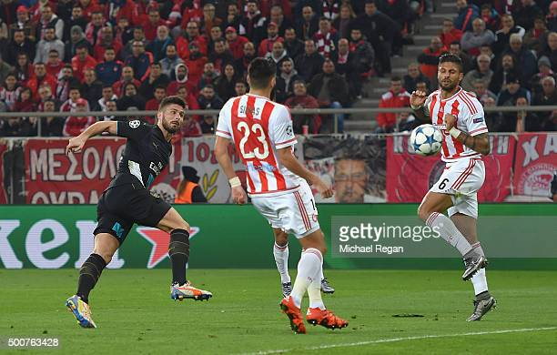 Olivier Giroud of Arsenal scores the first goal for Arsenal during the UEFA Champions League Group F match between Olympiacos FC and Arsenal FC at...