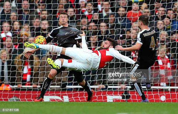 Olivier Giroud of Arsenal shoots during the Barclays Premier League match between Arsenal and Leicester City at the Emirates Stadium on February 14...