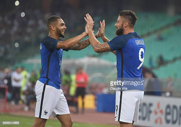 Olivier Giroud of France celebrates his goal during the international friendly match between Italy and France at Stadio San Nicola on September 1...