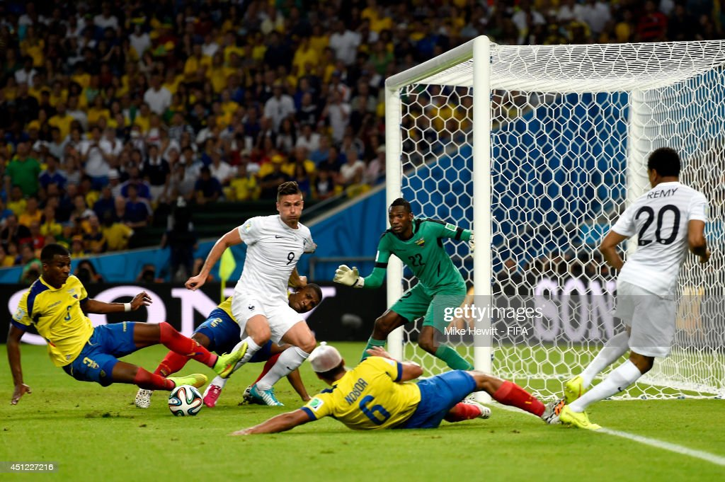 Olivier Giroud (2nd L) of France tries to shoot the ball from Loic Remy (1st R) during the 2014 FIFA World Cup Brazil Group E match between Ecuador and France at Maracana on June 25, 2014 in Rio de Janeiro, Brazil.