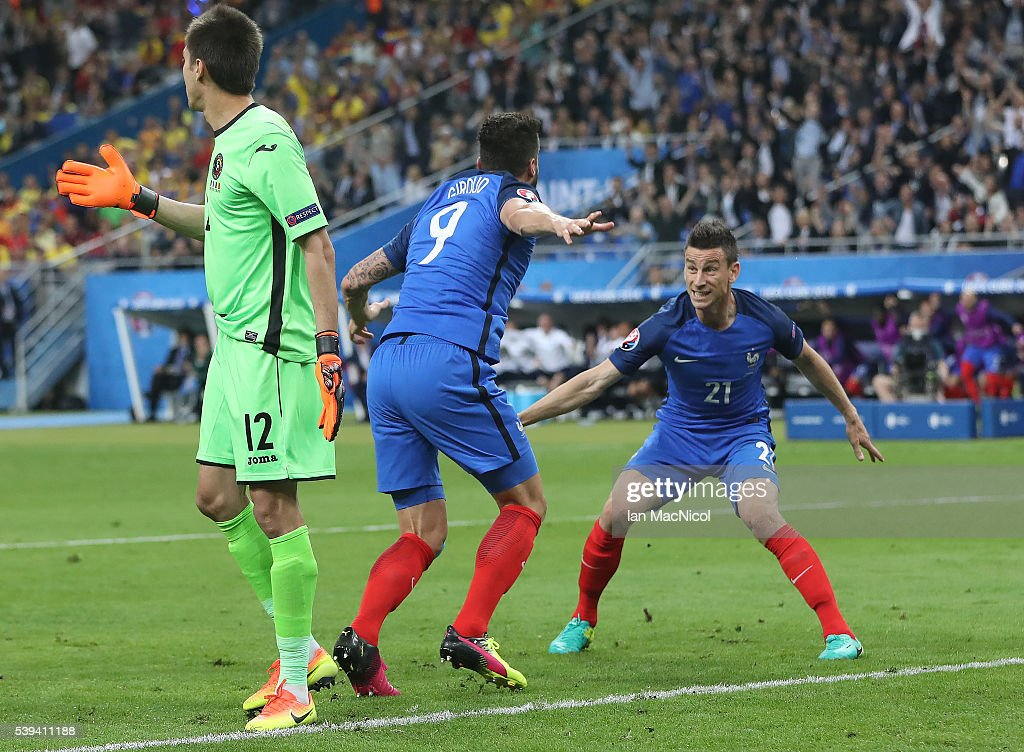 <a gi-track='captionPersonalityLinkClicked' href=/galleries/search?phrase=Olivier+Giroud&family=editorial&specificpeople=5678034 ng-click='$event.stopPropagation()'>Olivier Giroud</a> of France watches his header go into the net to open the scoring as <a gi-track='captionPersonalityLinkClicked' href=/galleries/search?phrase=Laurent+Koscielny&family=editorial&specificpeople=2637418 ng-click='$event.stopPropagation()'>Laurent Koscielny</a> of France reacts during the UEFA EURO 2016 Group A match between France and Romania at Stade de France on June 10, 2016 in Paris, France.