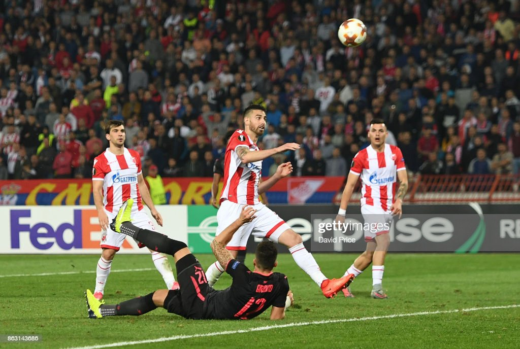 Olivier Giroud scores a goal for Arsenal during the UEFA Europa League group H match between Crvena Zvezda and Arsenal FC at Rajko Mitic Stadium on October 19, 2017 in Belgrade, Serbia.