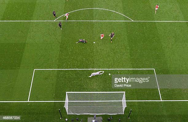 Olivier Giroud scores Arsenal's 4th goal past Simon Mignolet of Liverpool during the match between Arsenal and Liverpool in the Barclays Premier...