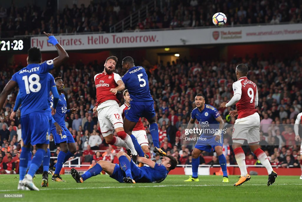 Olivier Giroud scores Arsenal's 4th goal under pressure from Wes Morgan of Leicester during the Premier League match between Arsenal and Leicester City at Emirates Stadium on August 11, 2017 in London, England.