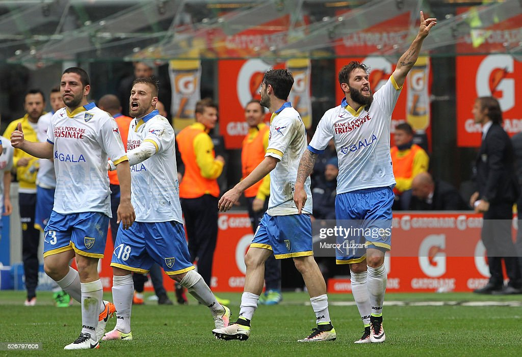 Olivier Kragl (R) of Frosinone Calcio celebrates his goal during the Serie A match between AC Milan and Frosinone Calcio at Stadio Giuseppe Meazza on May 1, 2016 in Milan, Italy.