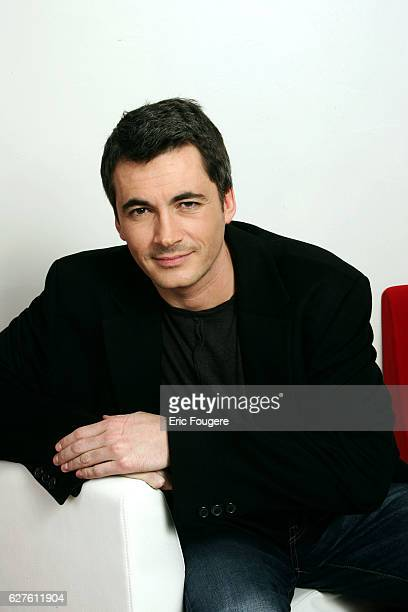 Olivier Minne on the set of TV show 'Piques et Polemiques'