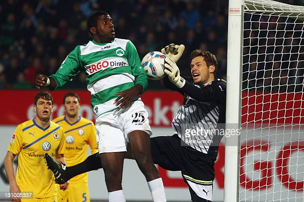 Olivier Occean of Greuther Fuerth tries to score against goalkeeper Daniel Davari of Braunschweig during the Second Bundesliga match between Greuther...