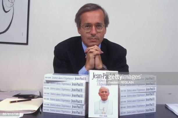 Olivier Orban president des editions Plon et le livre du Pape JeanPaul II le 19 octobre 1994 a Paris France