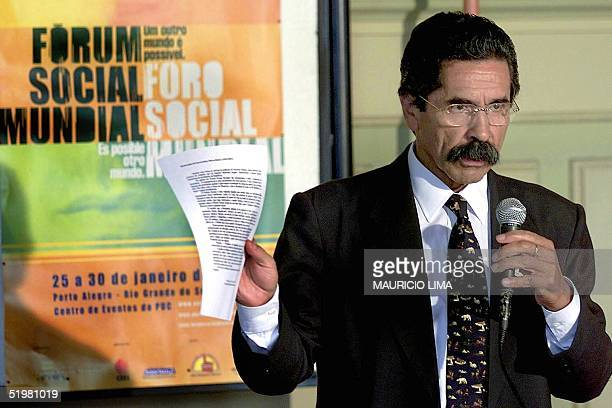 Olivio Dutra governor of the state Rio Grande del Sur talks during a press conference 24 January 2001 at the opening of the Social Worlds Forum in...