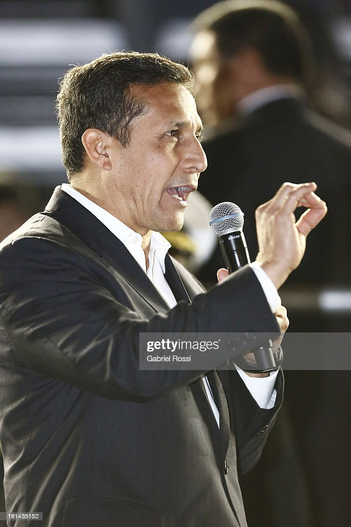 <a gi-track='captionPersonalityLinkClicked' href=/galleries/search?phrase=Ollanta+Humala&family=editorial&specificpeople=588227 ng-click='$event.stopPropagation()'>Ollanta Humala</a>, President of Peru delivers a speech during the Opening Ceremony of the I ODESUR South American Youth Games at Plaza de Armas on September 20, 2013 in Lima, Peru