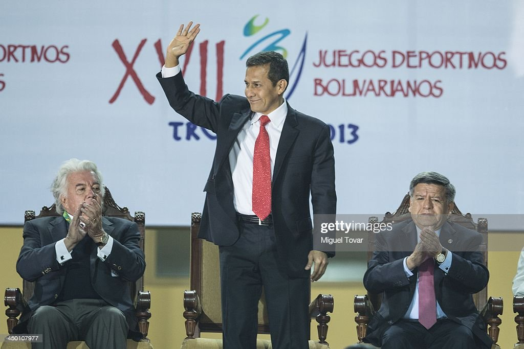 <a gi-track='captionPersonalityLinkClicked' href=/galleries/search?phrase=Ollanta+Humala&family=editorial&specificpeople=588227 ng-click='$event.stopPropagation()'>Ollanta Humala</a> president of Peru waves during the inauguration day of the XVII Bolivarian Games, Trujillo 2013 at Chan Chan Stadium on November 16, 2013 in Trujillo, Peru.