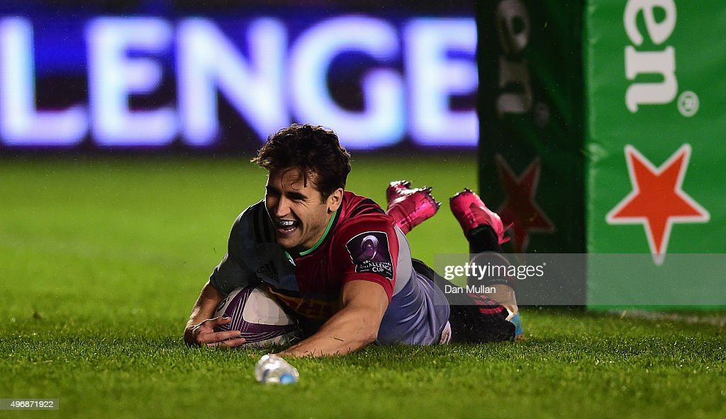 Ollie LindsayHague of Harlequins dives over for a try during the European Rugby Challenge Cup Pool 3 match between Harlequins and Montpellier at...
