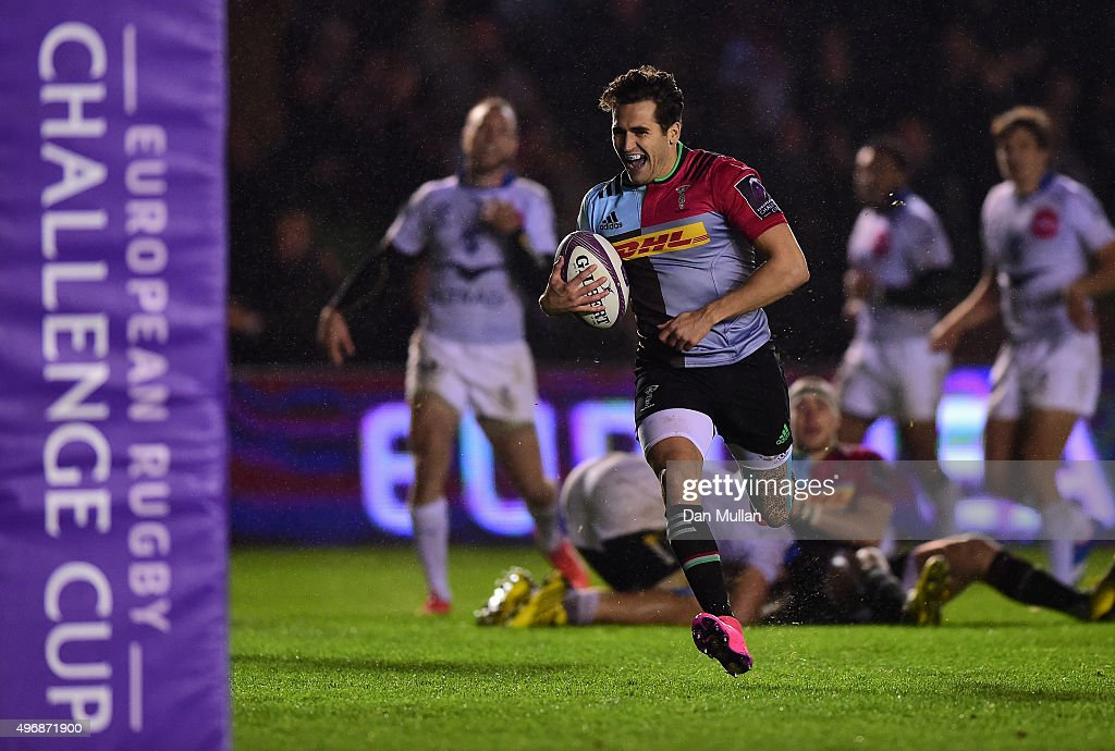 Ollie LindsayHague of Harlequins runs in for a try during the European Rugby Challenge Cup Pool 3 match between Harlequins and Montpellier at...