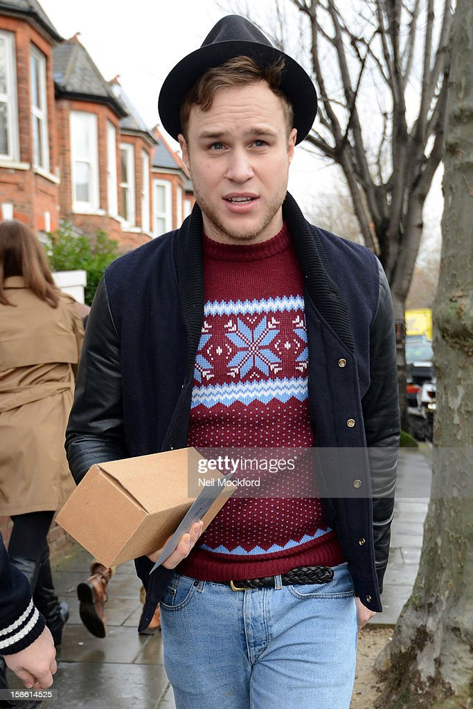 Ollie Murs seen arriving at Fearne Cotton's house for a BBC Radio One Christmas show on December 21, 2012 in London, England.