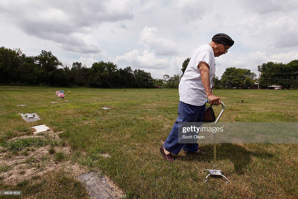Ollie Smith Searches For The Grave Of Her Husband At Mount Glenwood Memory Gardens Cemetery July