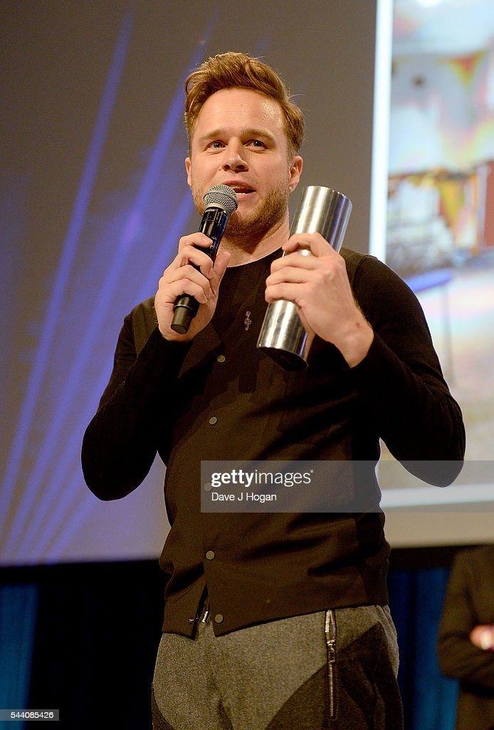 Olly Murs accepts the AEG Live Best Male Artist award during the Nordoff Robbins O2 Silver Clef Awards on July 1, 2016 in London, United Kingdom.