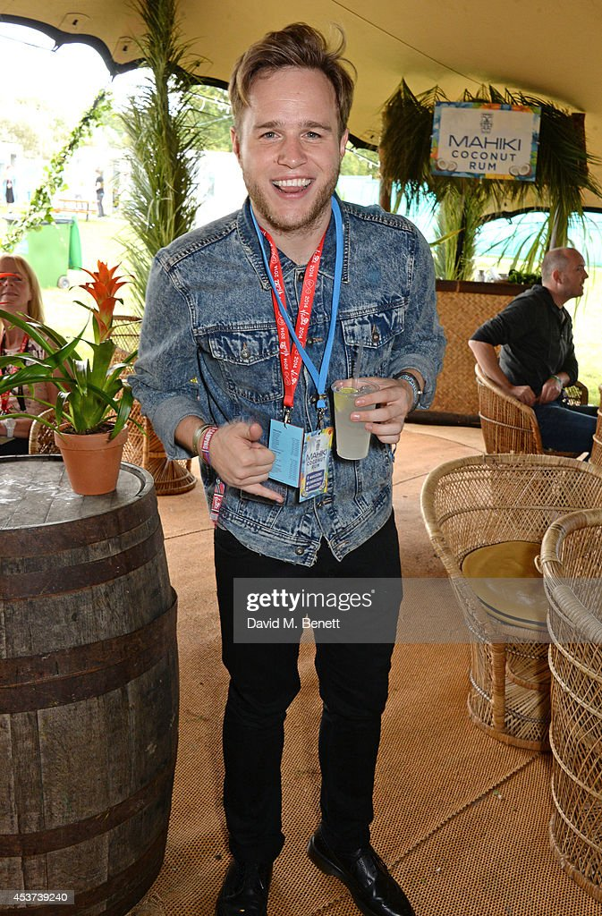<a gi-track='captionPersonalityLinkClicked' href=/galleries/search?phrase=Olly+Murs&family=editorial&specificpeople=6350751 ng-click='$event.stopPropagation()'>Olly Murs</a> attends the Mahiki Rum Bar for the launch of the Mahiki Rum Family backstage during day 2 of the V Festival 2014 at Hylands Park on August 17, 2014 in Chelmsford, England.