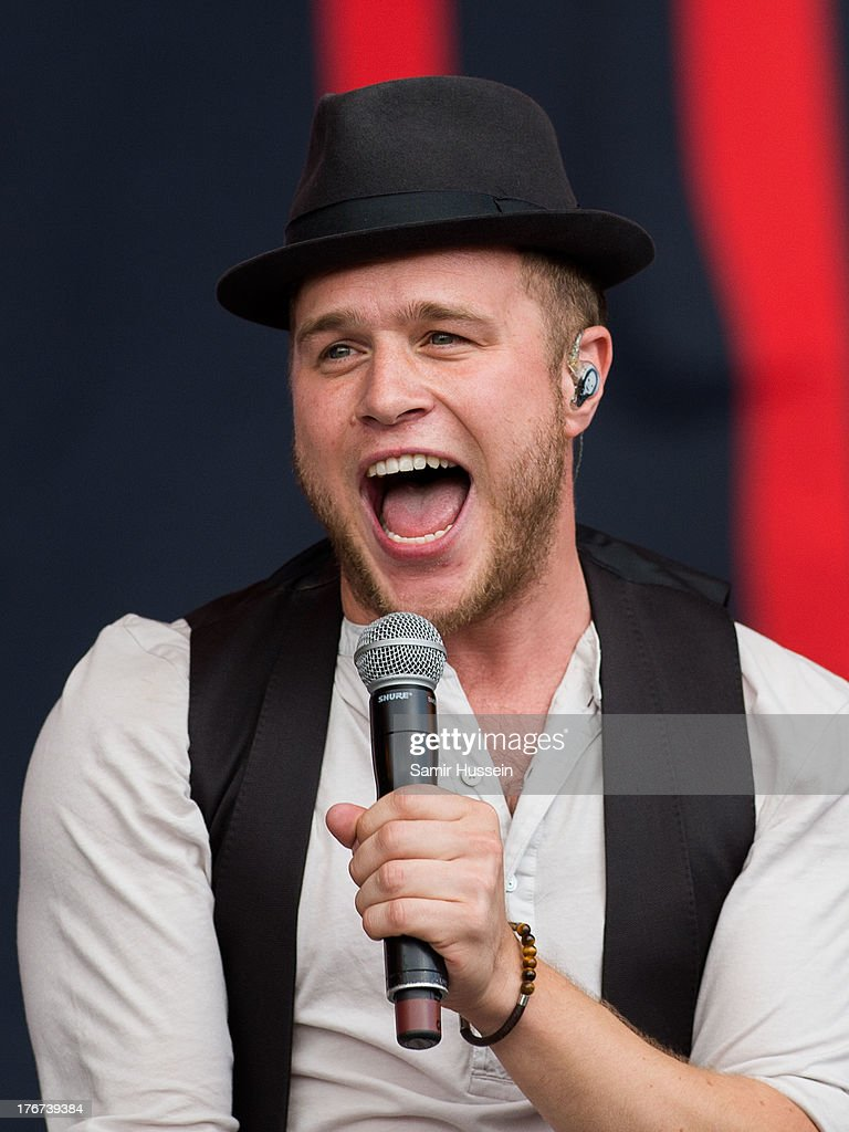 <a gi-track='captionPersonalityLinkClicked' href=/galleries/search?phrase=Olly+Murs&family=editorial&specificpeople=6350751 ng-click='$event.stopPropagation()'>Olly Murs</a> performs live on the Virgin Media Stage on day 2 of V Festival at Hylands Park on August 18, 2013 in Chelmsford, England.