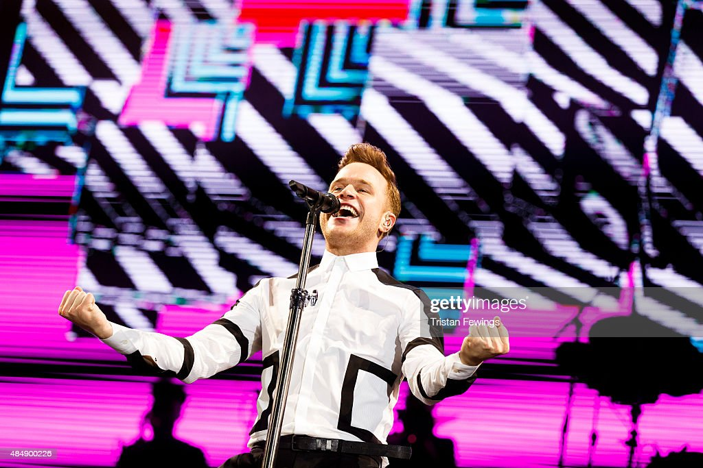 <a gi-track='captionPersonalityLinkClicked' href=/galleries/search?phrase=Olly+Murs&family=editorial&specificpeople=6350751 ng-click='$event.stopPropagation()'>Olly Murs</a> performs on Day 1 of the V Festival at Hylands Park on August 22, 2015 in Chelmsford, England.